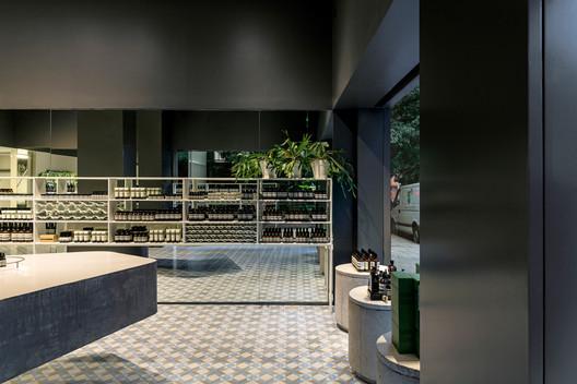 Aesop Oscar Freire, Sao Paolo / Paulo Mendes da Rocha and Martin Corullon (Metro Arquitetos). Image Courtesy of Aesop