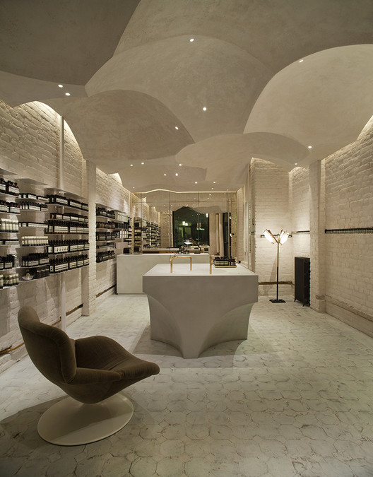 9 Aesop Stores that Revitalize Architectural Simplicity, Aesop Prisensgate, Oslo / Snøhetta . Image Courtesy of Aesop