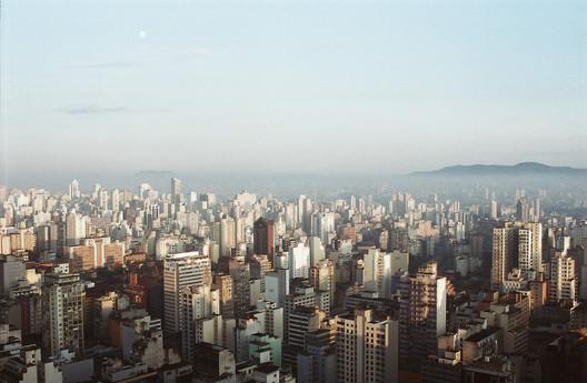 São Paulo vista de cima. Image © Andre Deak, via Flickr. CC