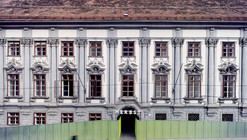 Fortaleza de patios traseros / Supersterz + .tmp architekten