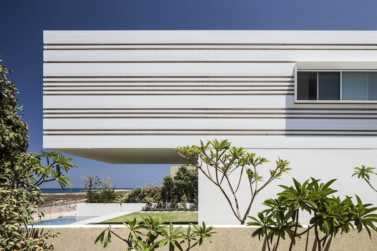 House on the Sea / Pitsou Kedem Architects, © Amit Geron