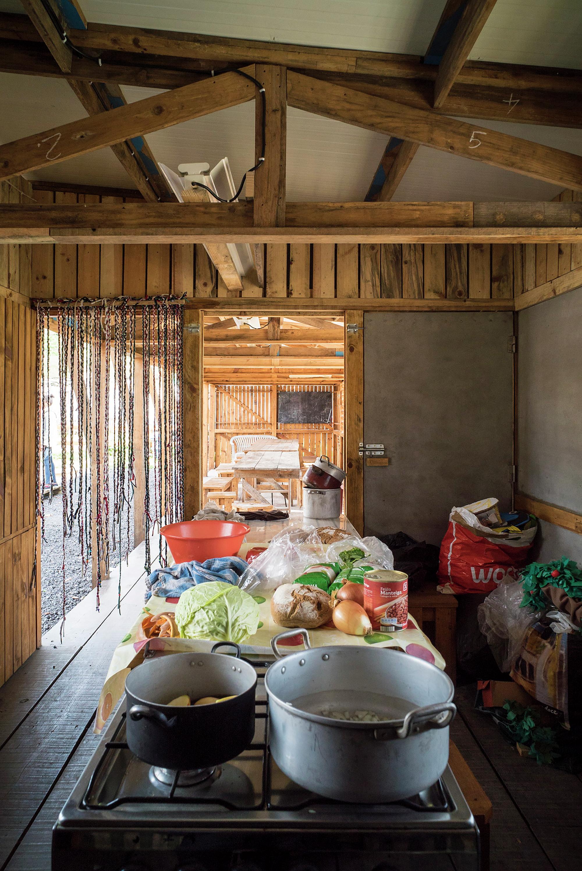 Galeria de Cozinha Comunitária das Terras da Costa / ateliermob  #9A5E31 2000 2996
