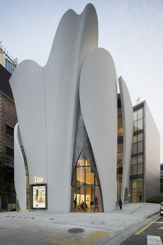 House of dior seoul christian de portzamparc archdaily for Modern korean house architecture
