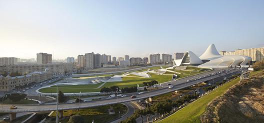 Centro Heydar Aliyev / Zaha Hadid Architects. Imagem © Hufton + Crow