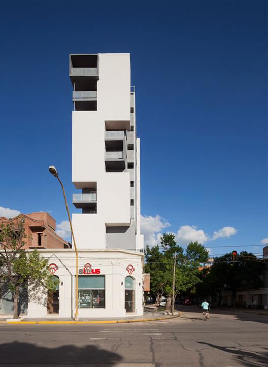 Conjunto de vivienda Torre del Molino / Estudio Castellitti-Bertoni Arqs & Asoc., © Federico Cairoli