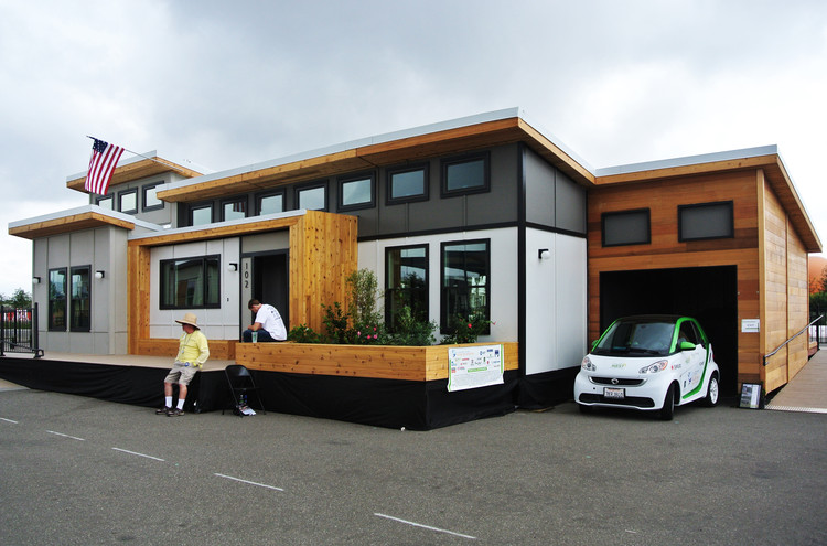 """""""Team Solar Nest"""" es una casa que utiliza energía solar y que enfoca su  diseño en la recolección del agua pluvial. Image © Addi Gutiérrez"""