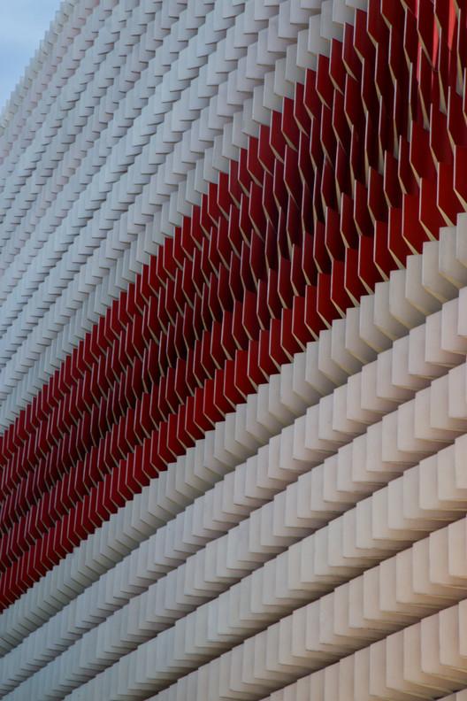 Plasticidad y dinamismo en el hormigón: visita al Centro de Innovación Argos, © Teodoro Posada