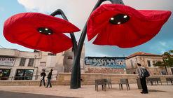 Estas gigantescas flores se despliegan al sentir la presencia de peatones
