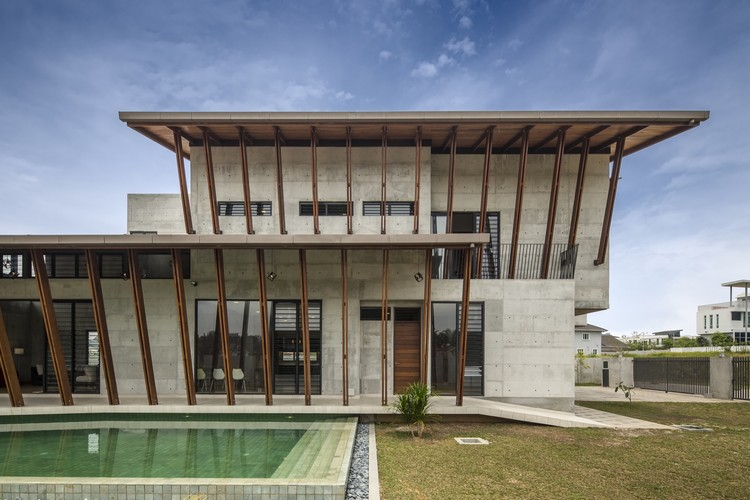 Sepang house eleena jamil architect archdaily for House design malaysia architecture
