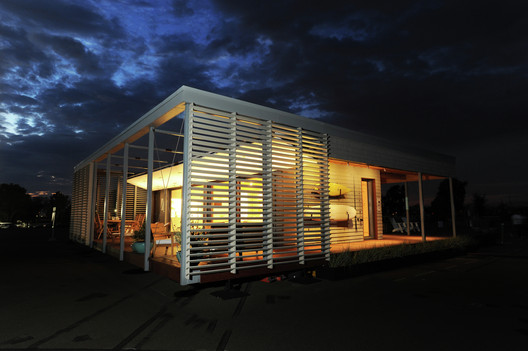 This year's Solar Decathlon winner, SURE HOUSE by Stevens Institute of Technology. Image © Thomas Kelsey / U.S. Department of Energy Solar Decathlon