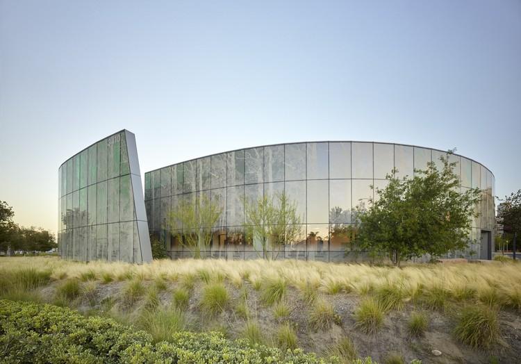 Centro de Oncología Radiación Kraemer / Yazdani Studio of CannonDesign, © Bruce Damonte