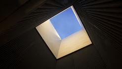 En Detalle: Reinterpretación de un cubo de iluminación por MATERIA