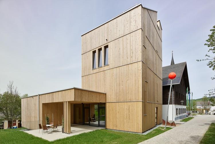 Green Belt Center / Two in a Box Architekten, © Kurt Hörbst