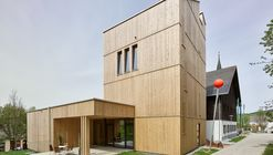 Green Belt Center / Two in a Box Architekten