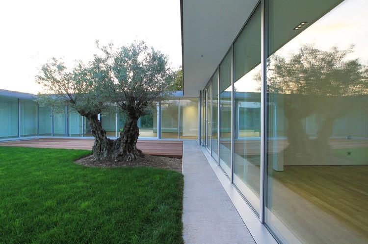 Villa V / Henner + Roland Architectes, Courtesy of Henner + Roland Architectes
