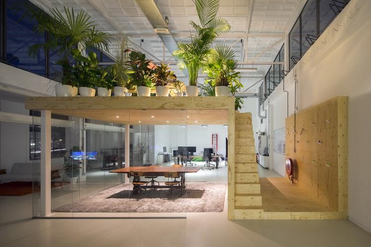Loft office jvantspijker archdaily for Loft office design