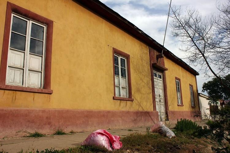 Casa de adobe en Canela Baja. Image © Francisco Tacussis