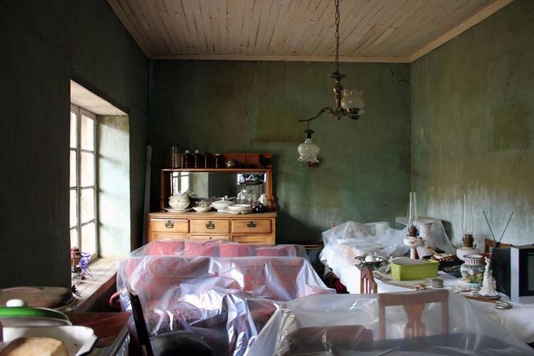 Interior de vivienda en Canela Baja. Image © Francisco Tacussis