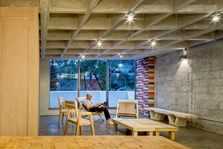 Finalista de INSIDE World Festival of Interiors - Departamento Hegel, Ciudad de México, México / ARQMOV. Image © Rafael Gamo