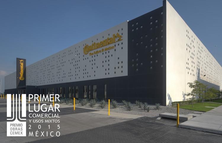 Primer lugar - Comercial y Usos Mixtos (Edición nacional). Continental Guadalajara Santa Anita. Imagen Cortesía de CEMEX.