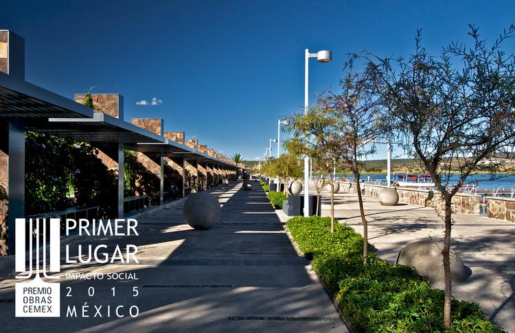 Primer lugar - Impacto Social (Edición nacional). Malecón de Cuexcomatitlán / Agraz Arquitectos. Imagen Cortesía de CEMEX.