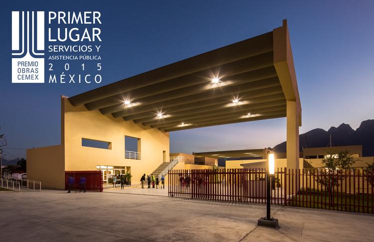 Primer lugar - Servicios y Asistencia Pública (Edición nacional). Macrocentro Comunitario Cultural y Deportivo San Bernabé / Pich-Aguilera Arquitectos. Imagen Cortesía de CEMEX.