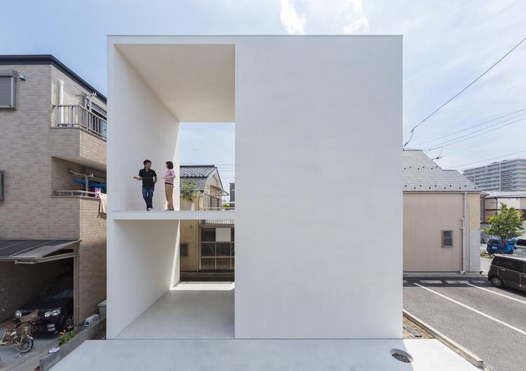 Pequeña casa con una gran terraza  / Takuro Yamamoto, Cortesía de Takuro Yamamoto