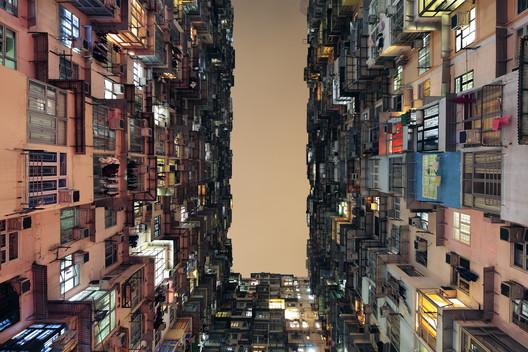 Edifícios em uso: Tan Lingfei - Yick Cheong Building (Quarry Bay, Hong Kong) . Imagem © Tan Lingfei