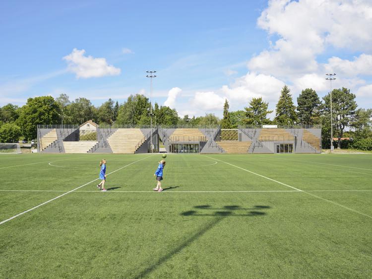 Lidingövallen Small Football Stadium (Suecia) / DinellJohansson. Imagen © Mikael Olsson