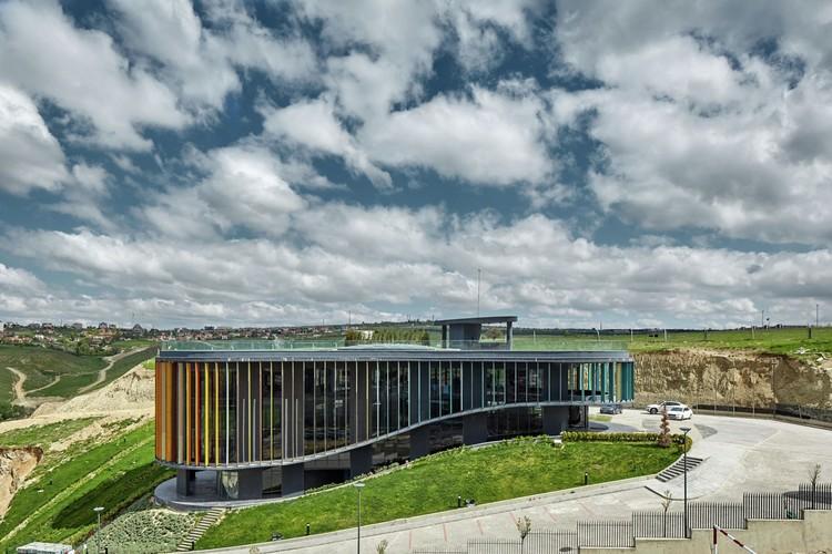 ONS INCEK Showroom & Sales Office (Turquía) / Yazgan Design Architecture. Imagen © Yunus Özkazanç