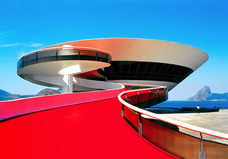 MAC Niteroi / Oscar Niemeyer . Image © Marcela Grassi