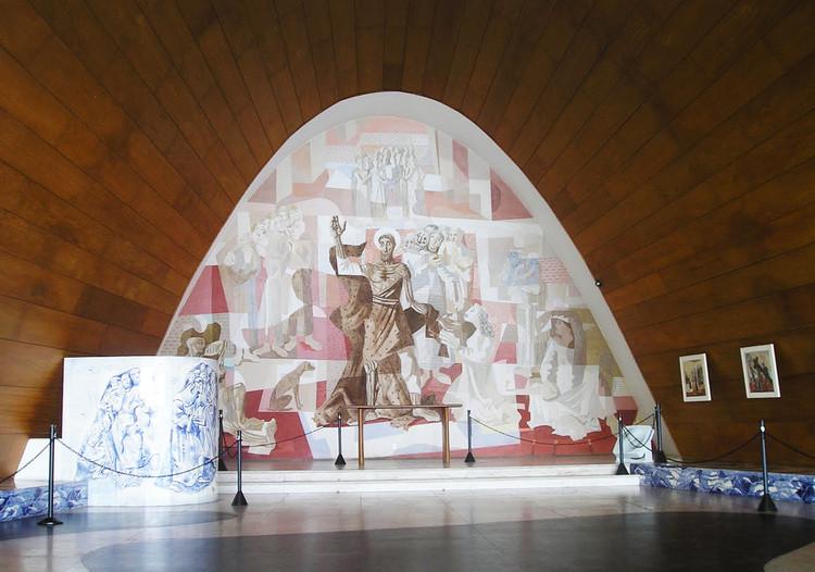 El intradós de madera de las bóvedas de la Maison de Week-End. Fuente: archivo Fondation Le Corbusier. Derecha: Igreja de São Francisco. Ph. 2011. Image © Archivo Luca Bullaro