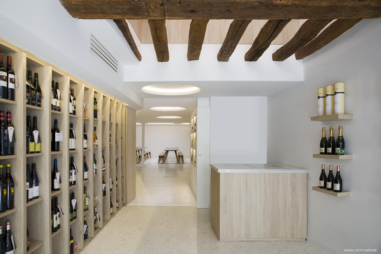 Soif d'Ailleurs Wine Store / Atela Architectes, © Gitty Darugar
