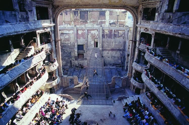 La arquitectura como escenario: Tres funciones variadas en Lima, © Luis Longhi