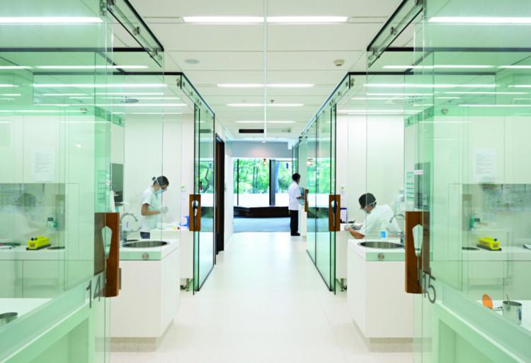 Salud y Educación: The University of Queensland Oral Health Centre (Queensland, Australia) / Cox Rayner Architects. Imagen cortesía de INSIDE