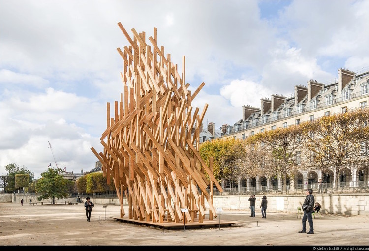 Kengo Kuma Designs Sculptural Pavilion in Paris, © Stefan Tuchila