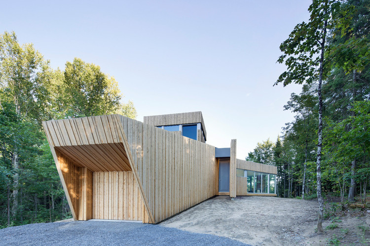 House on Lac Grenier / Paul Bernier, © Adrien Williams