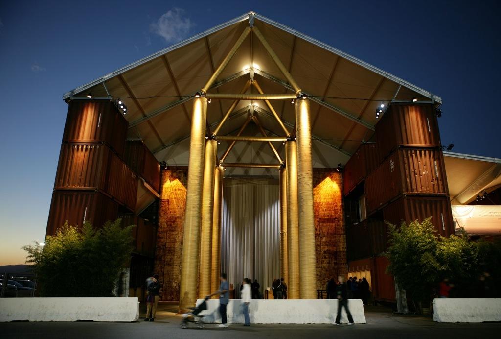 Ad classics nomadic museum shigeru ban architects for Ad architects