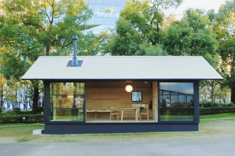 "Muji Unveils Tiny, Pre-Fabricated ""Huts"" at Tokyo Design Week, A wooden hut by Naoto Fukasawa. Image Courtesy of MUJI"