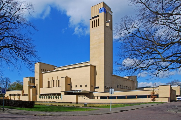 Willem Dudok: Meet the Father of Dutch Modernism, Hilversum Town Hall. Image © Flickr user Pieter van Marion, licensed under CC BY-NC 2.0