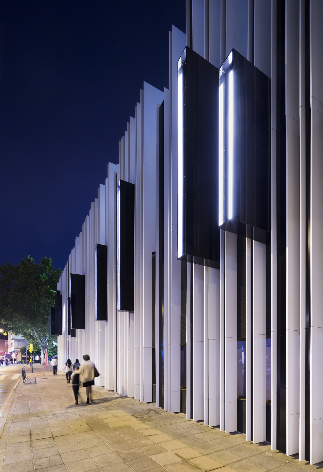 Gallery of getafe market cultural center a cero 7 for Building exterior lighting design
