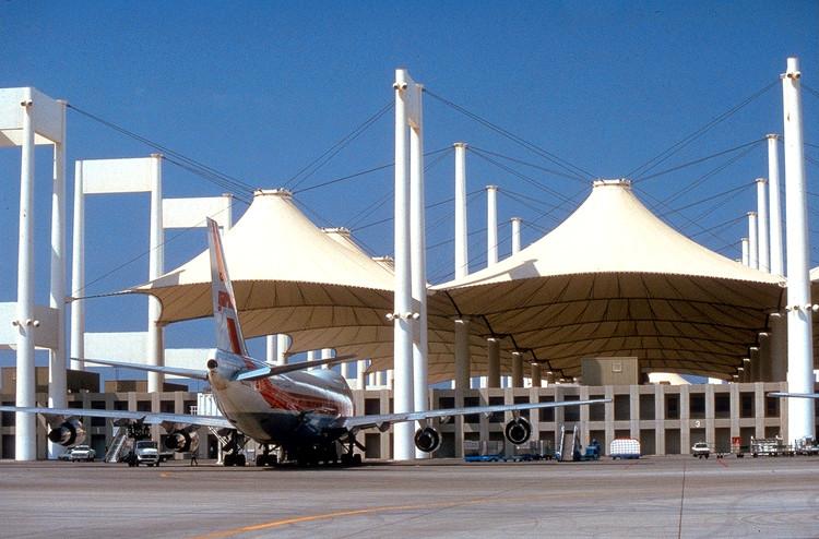 AD Classics: Hajj Terminal, King Abdulaziz Airport / SOM, Image courtesy SOM. Image © Jay Langlois | Owens-Corning