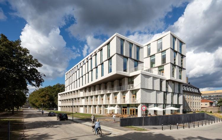 Hotel para pacientes / 3XN, © Adam Mørk