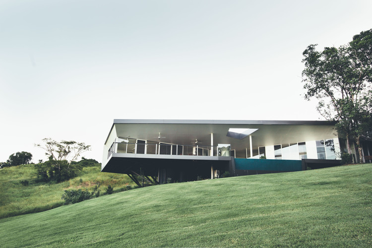 Casa integrada al paisaje / Teeland Architects, © Jared Fowler