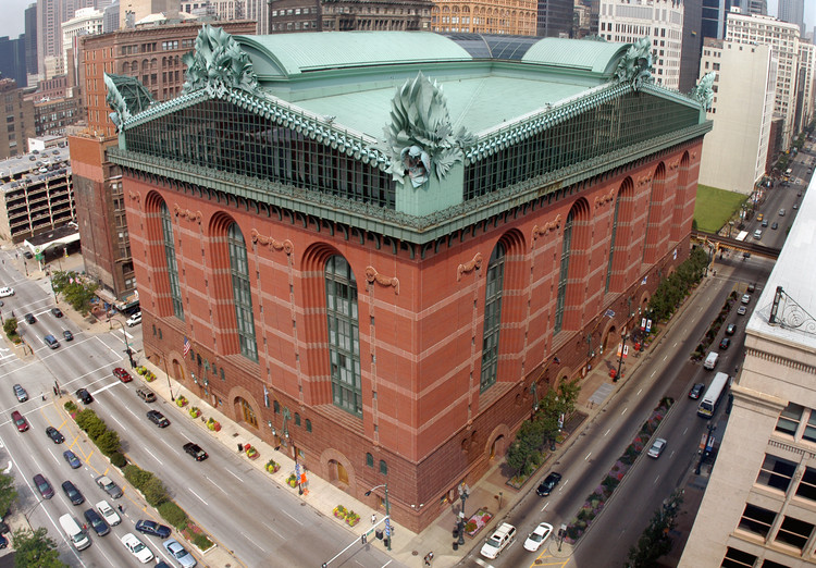 Chicago's Overlooked Postmodern Architecture, Harold Washington Library Center by Hammond, Beeby & Babka. Image © flickr user juggernautco, licensed under CC BY 2.0