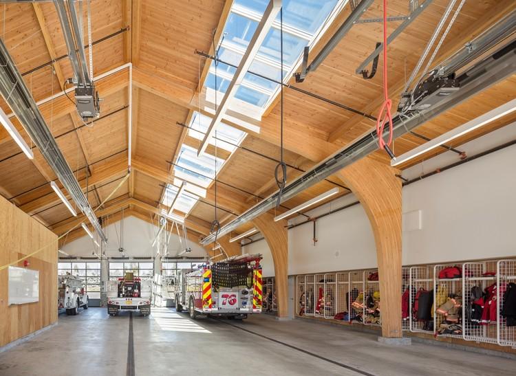 Estación de bomberos 76 / Hennebery Eddy Architects, © Josh Partee