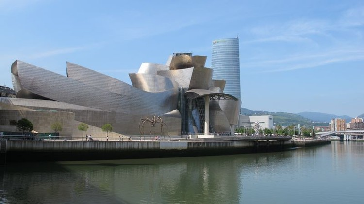 Guggenheim Bilbao (1997). Image © Ivan Herman (ivan-herman.net) licensed under CC BY-ND 3.0