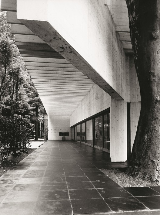 The Nordic Pavilion in Venice, designed by Sverre Fehn in 1960. Image © Feruzzi