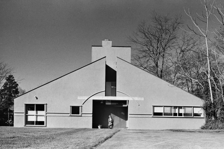 Vanna Venturi House (1964). Image © Rollin LaFrance