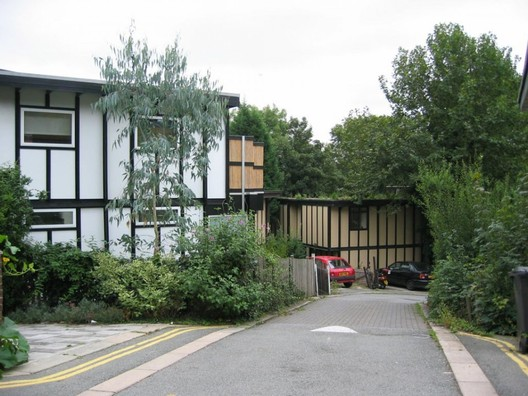 Houses built using the Walter Segal system in South London. Image © Chris Moxley